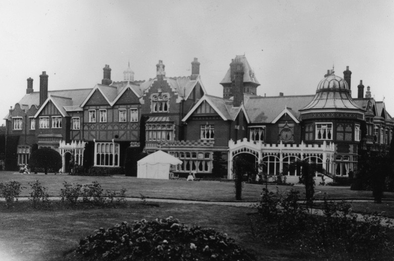 7th January 1926:  Bletchley Park, Buckinghamshire, HQ of the Allied cryptopgraphers during WW II and where the German 'Enigma' and 'Lorenz' codes, both considered unbreakable, were deciphered.  (Photo by Evening Standard/Getty Images)