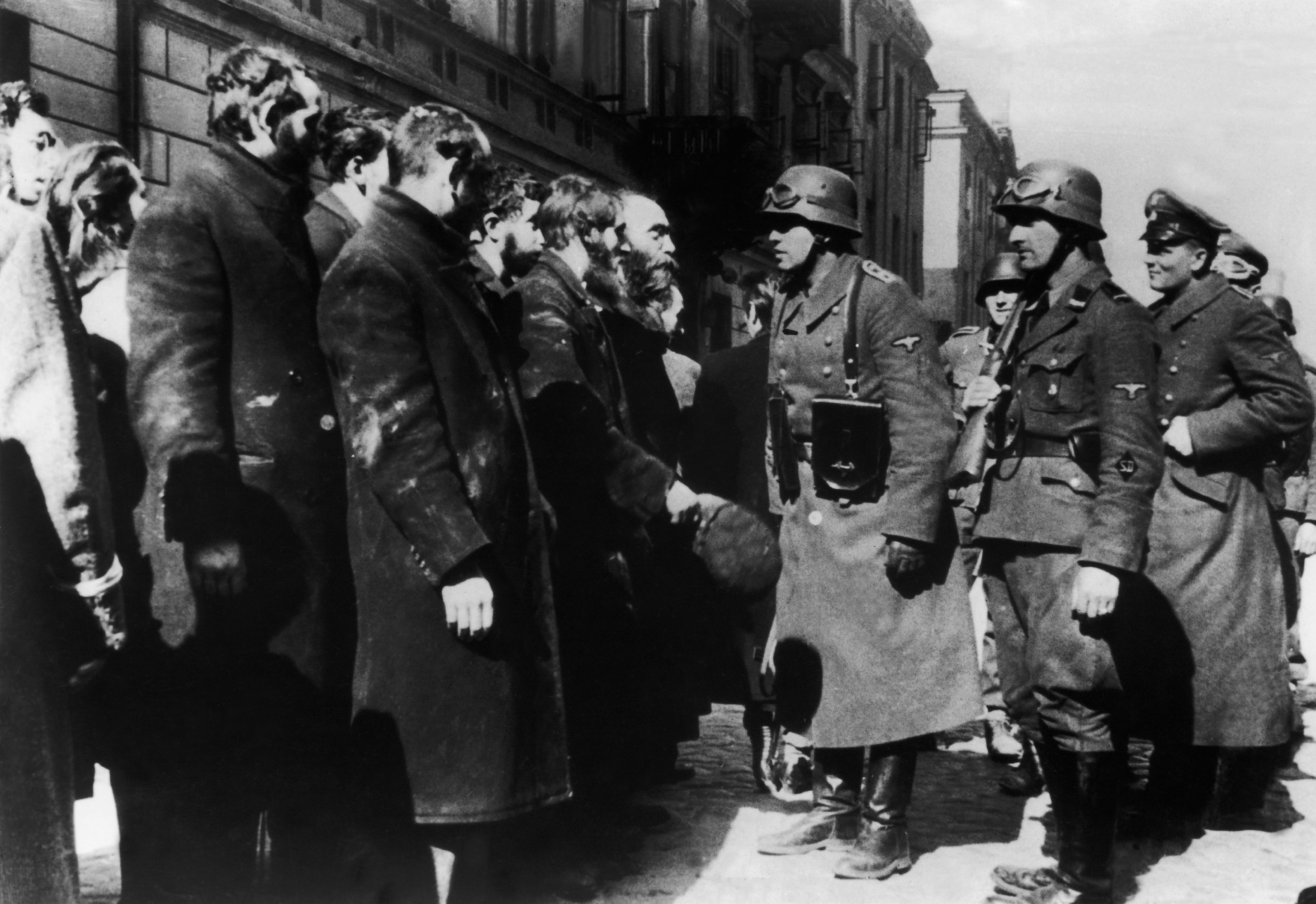 POLAND - JANUARY 02: A group of Polish Jews from Warsaw's ghetto being interrogated by Nazi officers before departing to the death camp of Treblinka, in 1943. (Photo by Keystone-France/Gamma-Keystone via Getty Images)