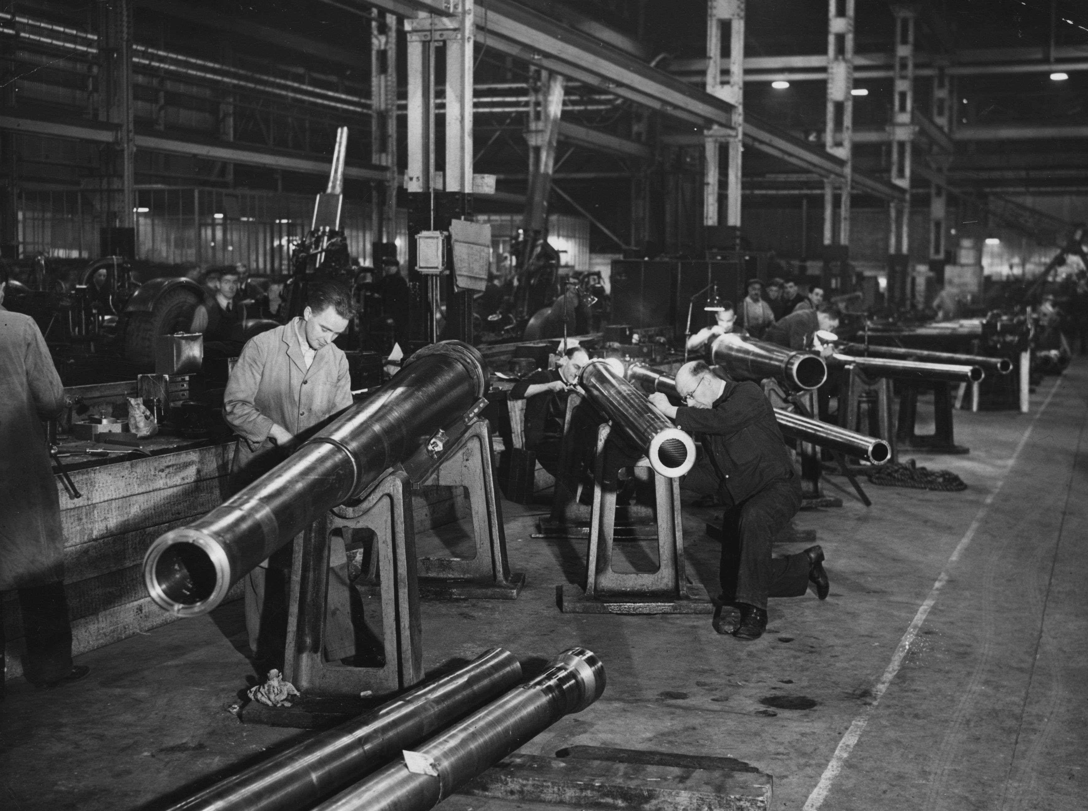 British ordinance workers put the final touches to anti-aircraft gun barrels, c1940.  (Photo by Hudson/Topical Press Agency/Getty Images)