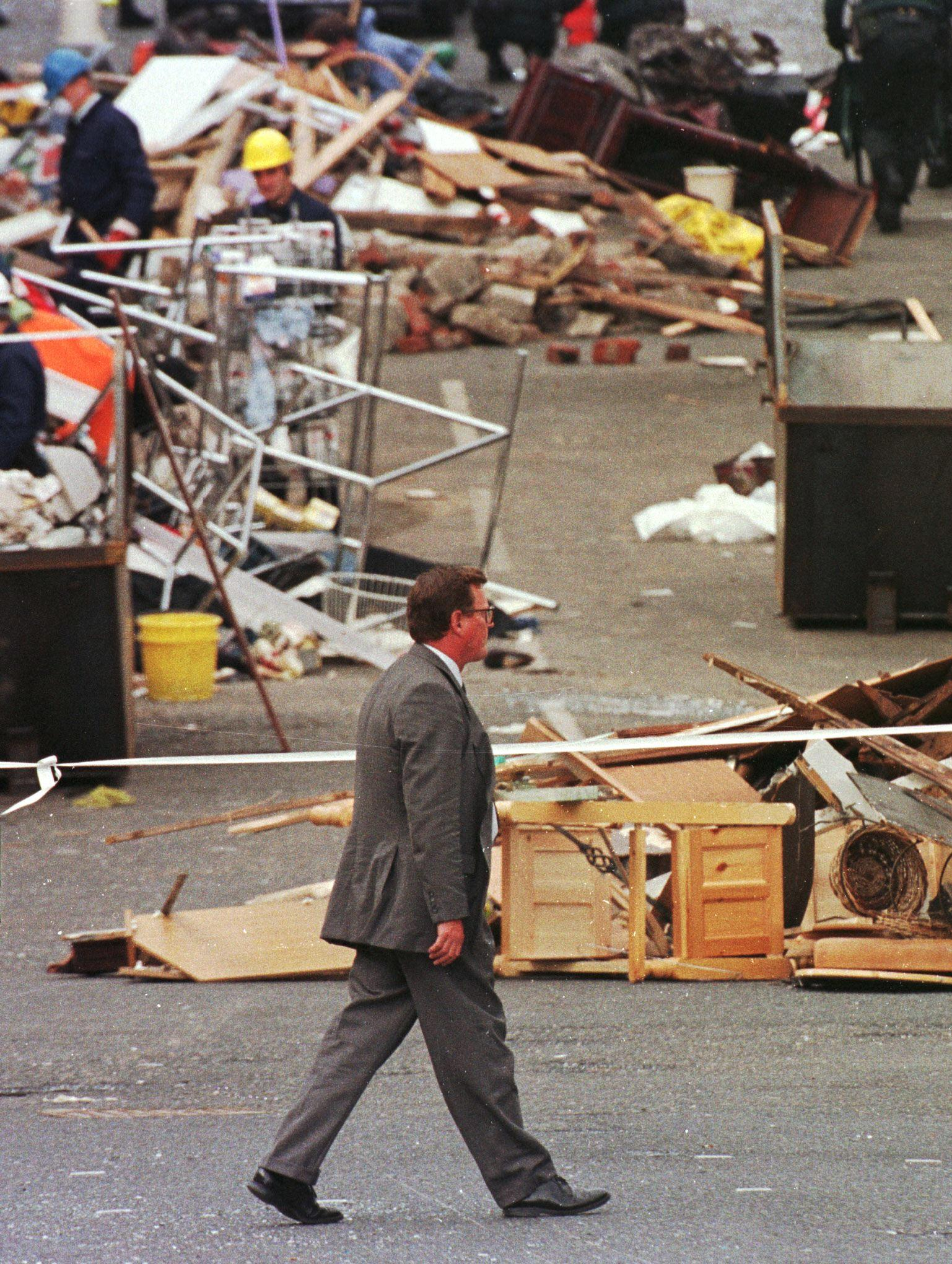 David Trimble, Chief Minister for the Northern Ireland Assembly, surveys the damage at the bomb site, 17 August in the northern Irish town of Omagh after a car bomb explosion killed 28 and injured hundreds 15 August. / AFP PHOTO / PAUL VICENTE (Photo credit should read PAUL VICENTE/AFP/Getty Images)
