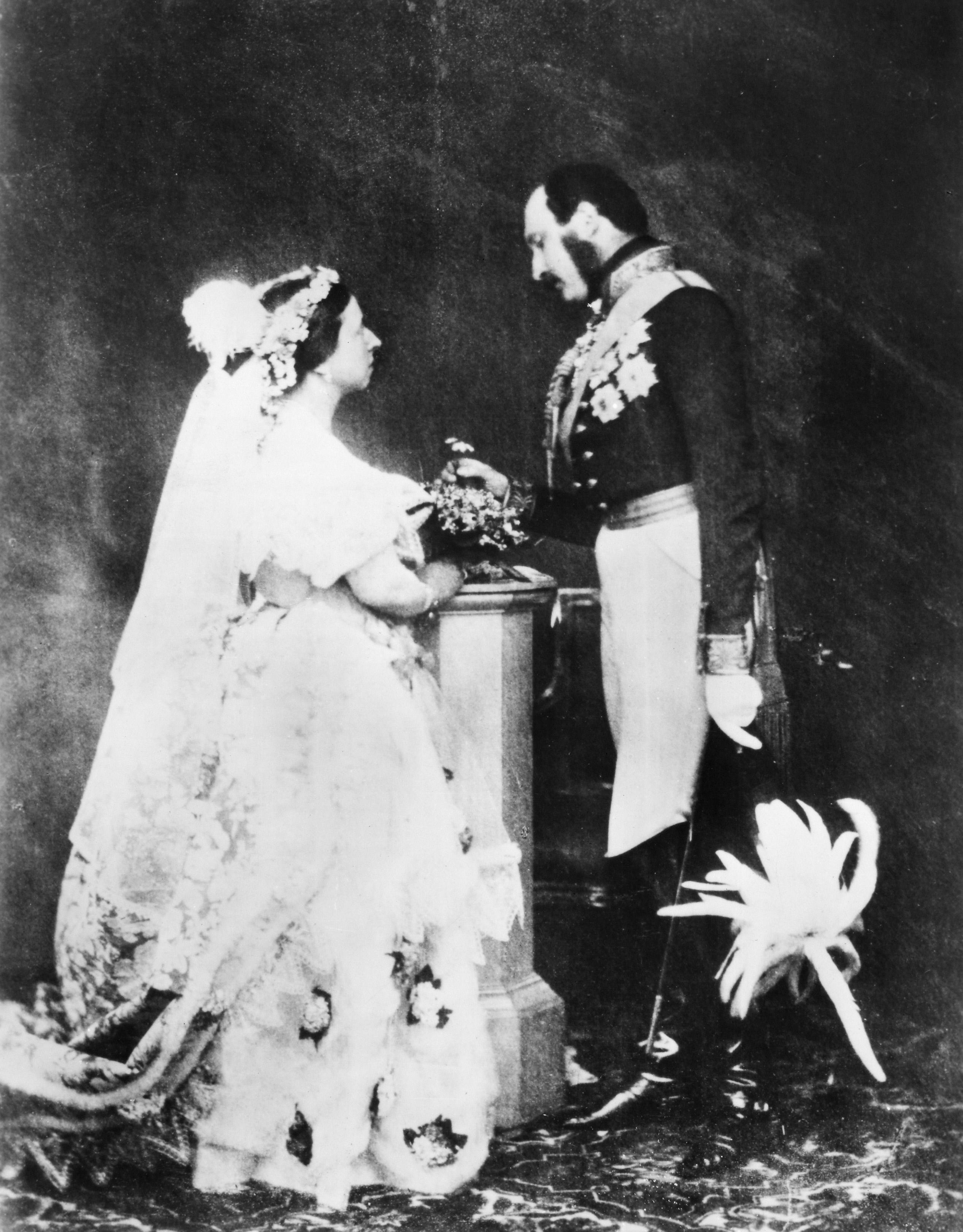 FF9KK6 VICTORIA & ALBERT, 1854. /nQueen Victoria and her husband Prince Albert. Photographed by Roger Fenton in 1854.